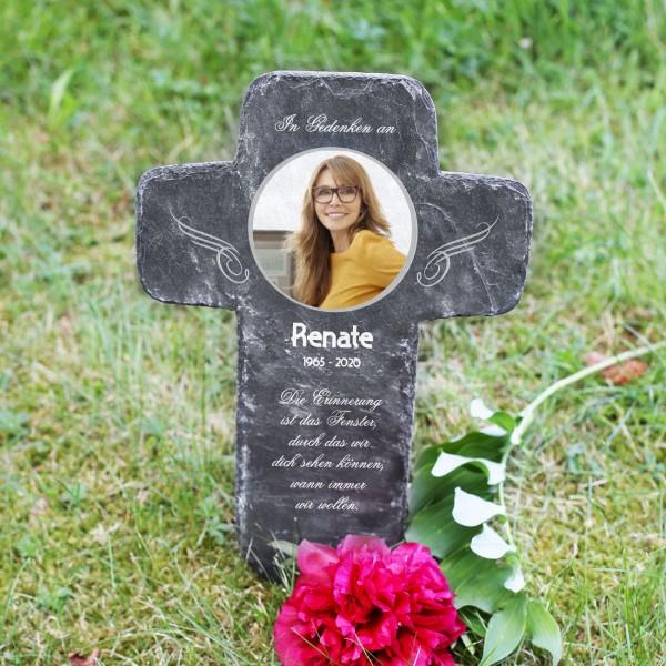 Schieferkreuz mit Foto des Verstorbenen als Grabkreuz