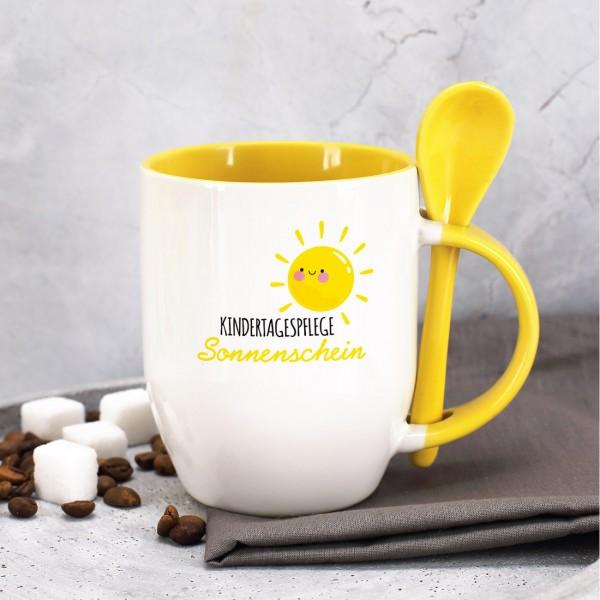 Löffeltasse mit gelbem Rand und Henkel, inkl. Druck des Logos