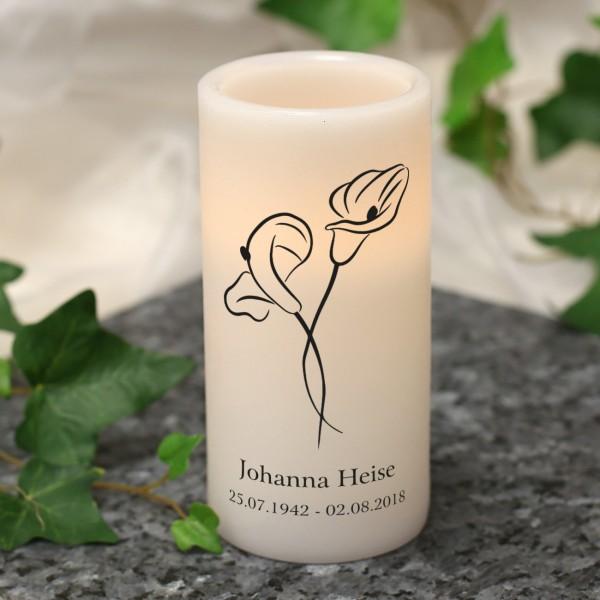 LED Trauerkerze mit Calla-Blüte, Name und Datum