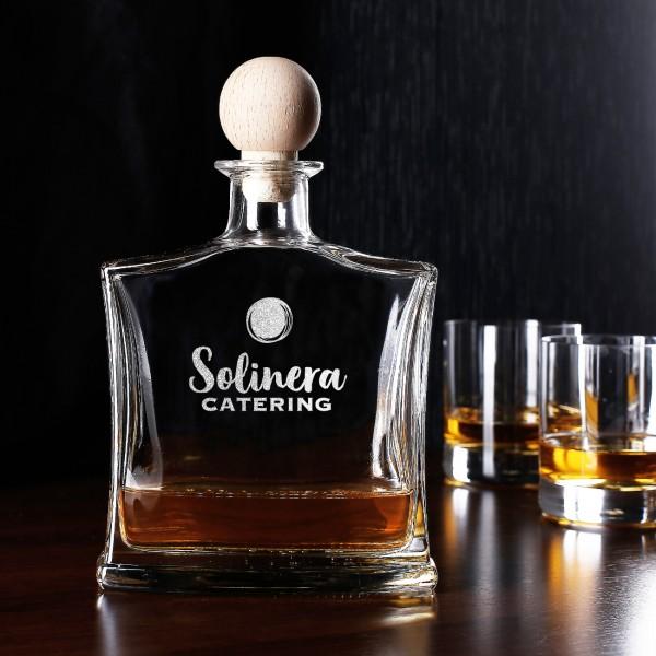 Whiskykaraffe mit Firmenlogo graviert