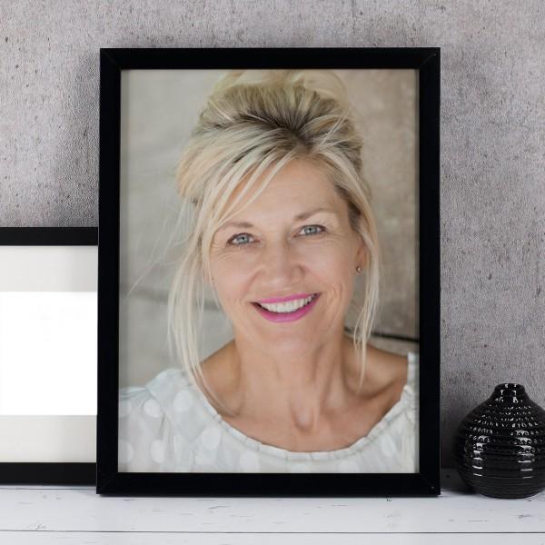Schwarzer Bilderrahmen mit Foto - 30 x 40 cm