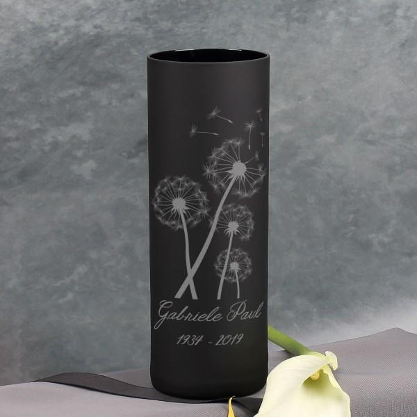 Trauerwindlicht mit Pusteblumen, Name und Datum