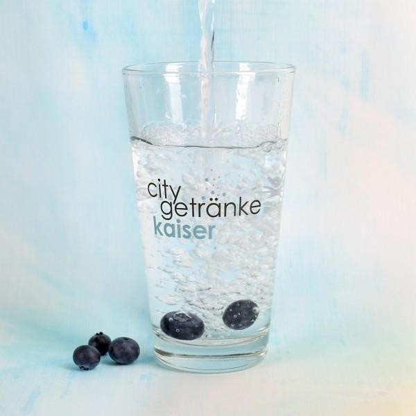 Bedrucktes Trinkglas mit Firmenlogo