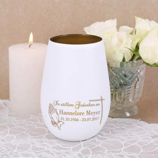 Weißes Trauer Teelicht mit Name und Datum - betende Hände